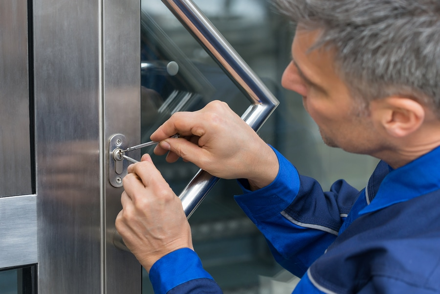 Get Instant Locked out Solution by Hiring Emergency Locksmith Services near You